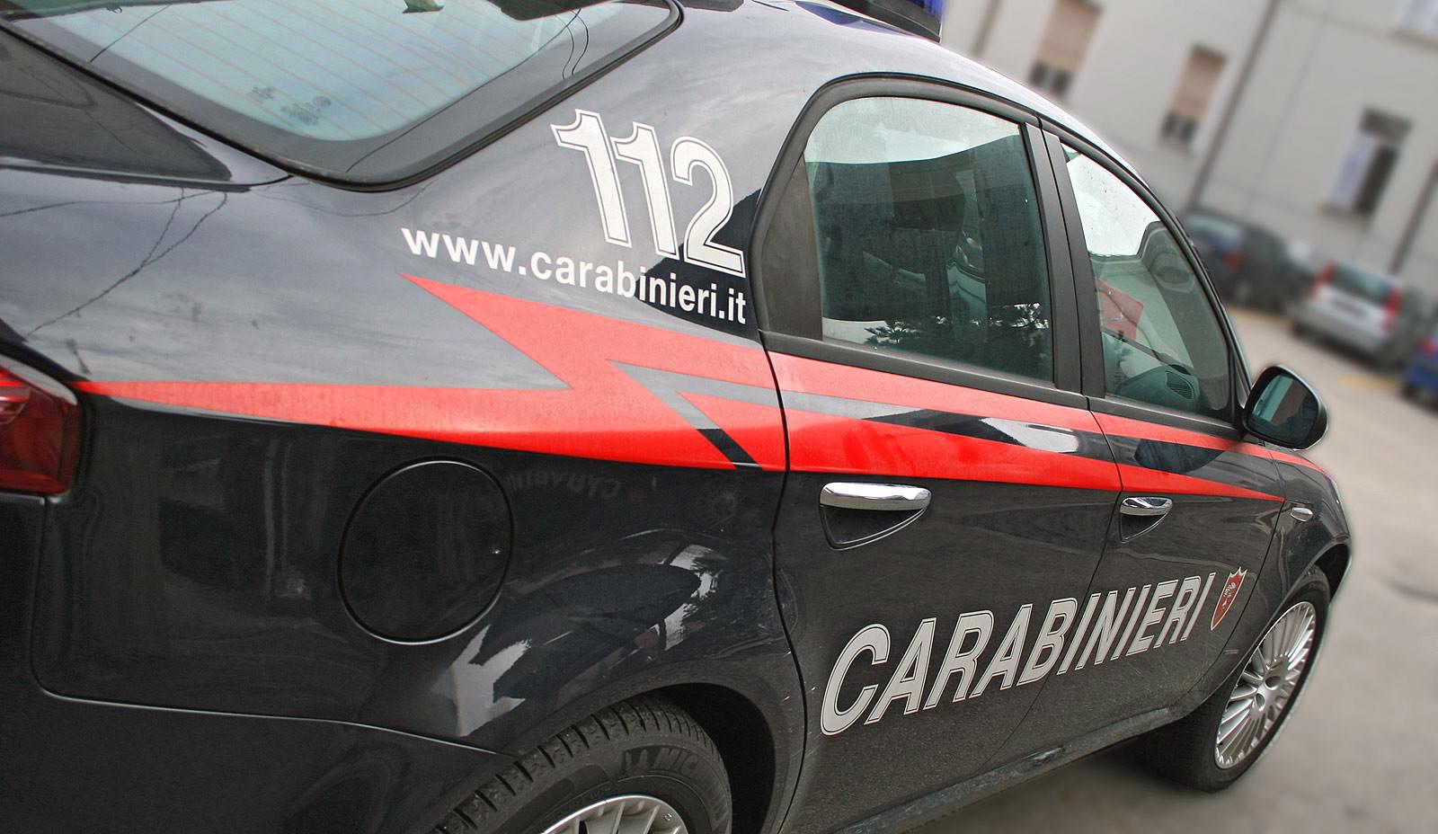 auto carabinieri ricatti folle