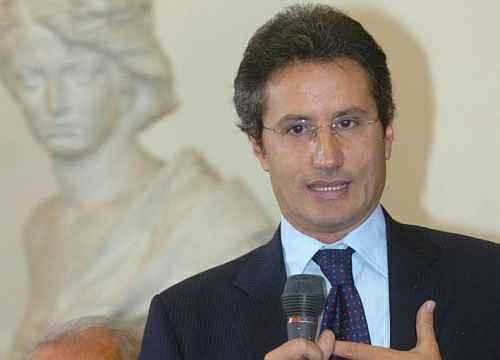 """Rifiuti, l'ex goverantore Caldoro: """"Il Governo dichiari lo stato di emergenza"""""""