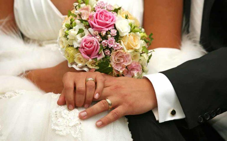 Rubano al prete durante le nozze, gli sposi attendono per oltre un'ora