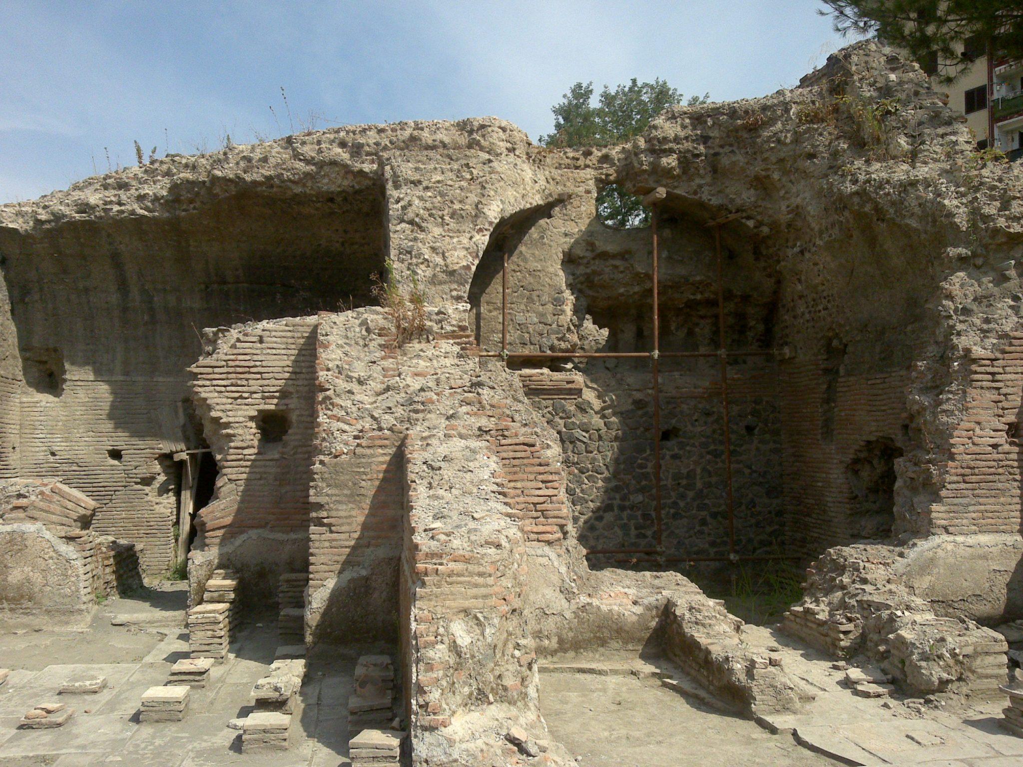 Pollena sito arco romano