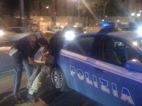 Napoli. Tenta rapina al centro armato di forbici e lametta: arrestato