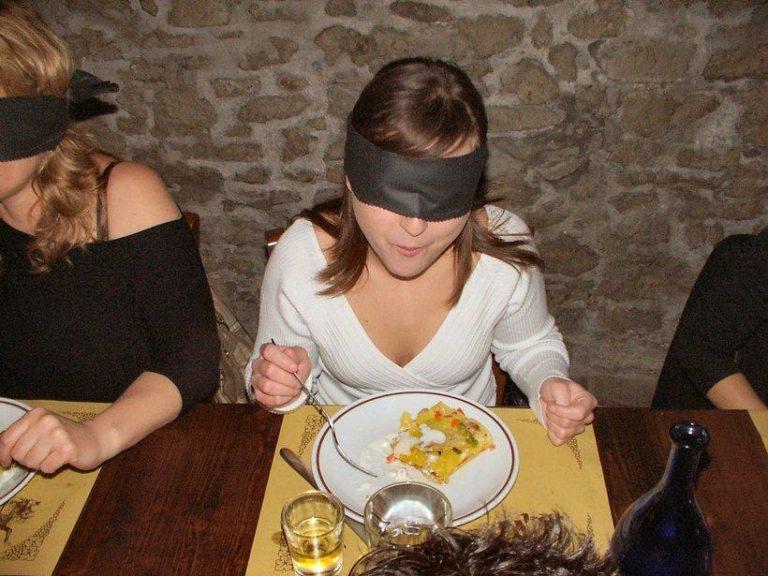 Cena al buio, con l'Uici di Sant'Anastasia per superare ogni barriera