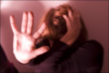 Stalking, aggressioni e minacce all'ex moglie: 61enne puteolano in carcere