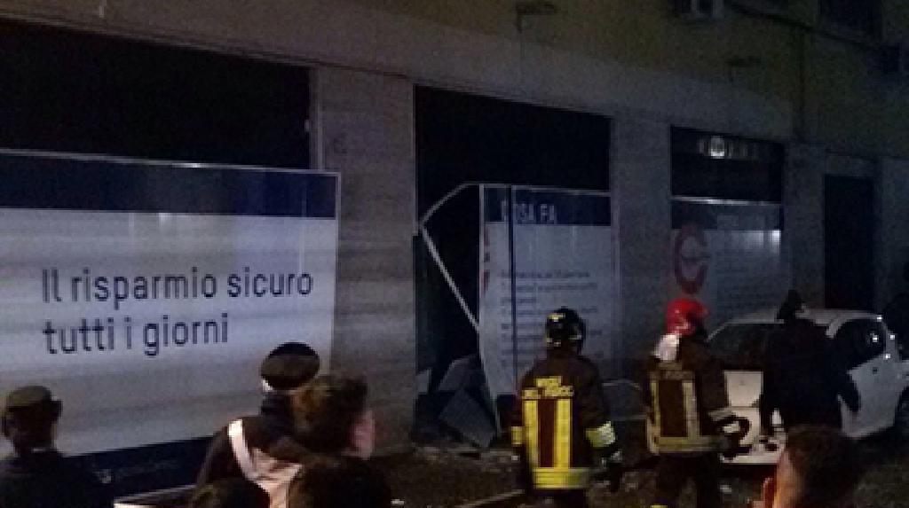 esplosione contro supermercato