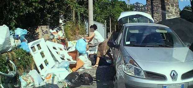 rifiuti sacchetto selvaggio