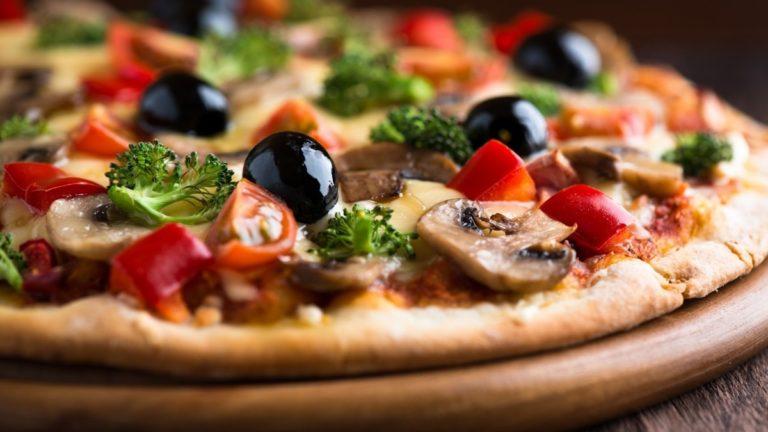 Al Falernum di Pomigliano, oggi con il team della Gma per gustare la pizza gourmet
