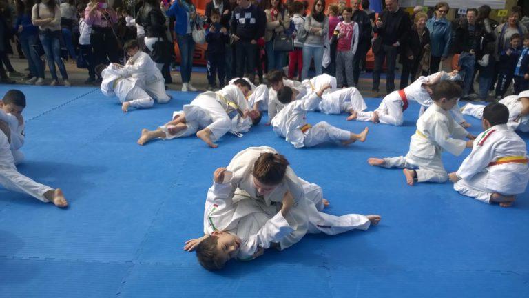 """""""Scuola & Sport in Tour"""", migliaia di bambini in piazza per l'evento"""