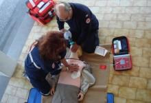 Nola. L'associazione Amiamola dona un defibrillatore alla città