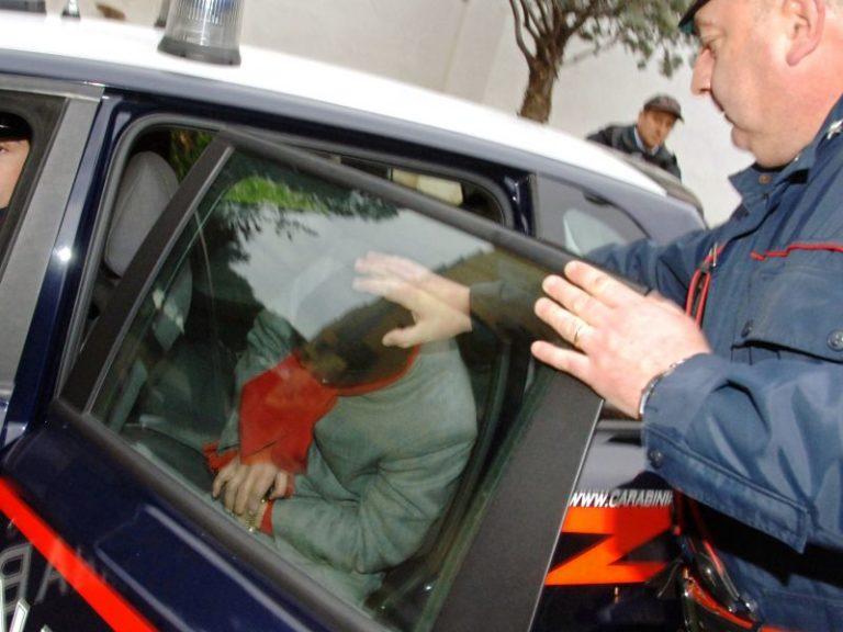 Calci e pugni ad un carabiniere, arrestato 51enne