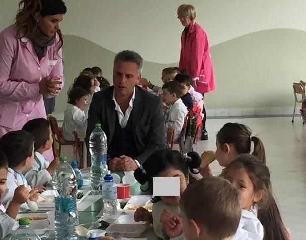 Il sindaco Capasso a mensa con gli alunni della scuola dell'infanzia