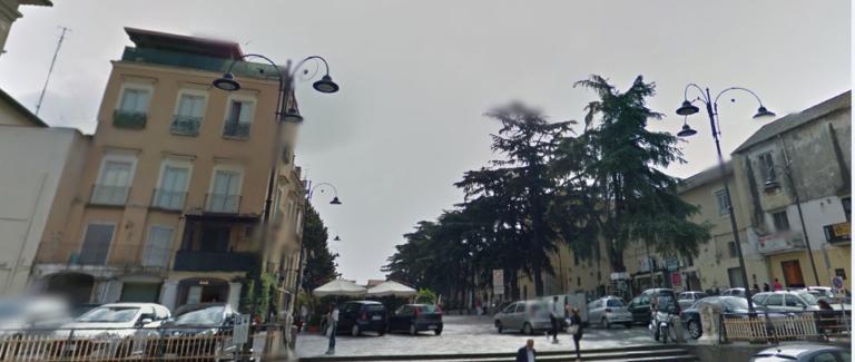 """Allarme del parroco: """"Piazza in mano ai balordi"""", Auriemma (Pd) chiede interventi"""