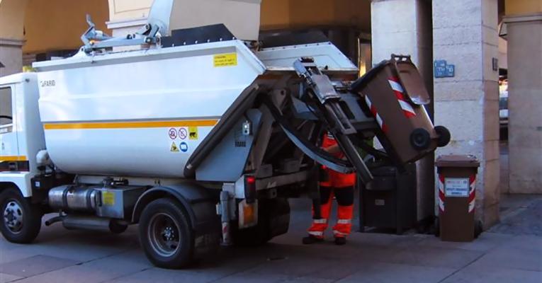 """Scioperi nel settore rifiuti, i sindacati: """"Lavoratori vessati"""""""