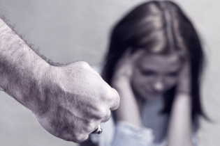 Incinta di 9 mesi veniva perseguitata dall'ex, il giovane finisce in manette