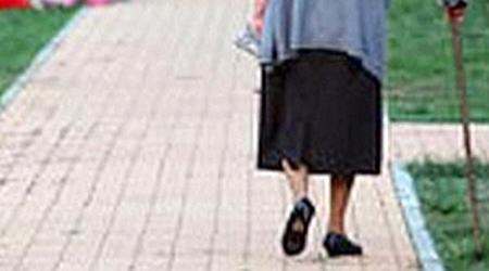 anziana donna smarrita