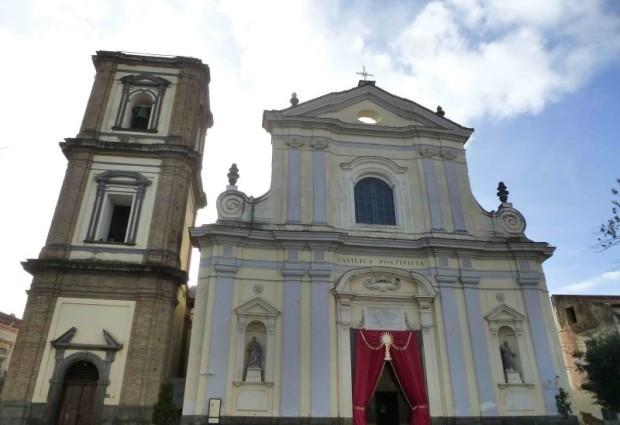 Tragedia a Grumo, precipita dal campanile per montare i fuochi, muore operaio