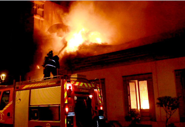 Tragedia a Pomigliano, corto circuito in un appartamento: 70enne muore per asfissia