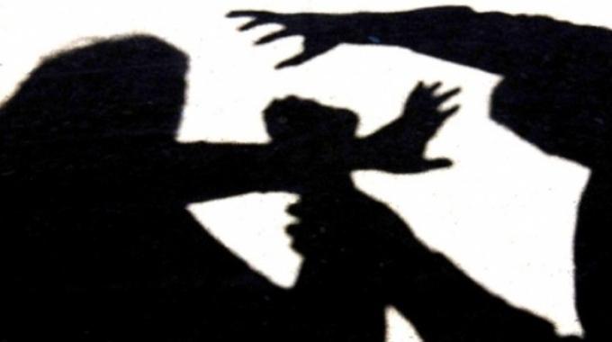 Ladri in casa, picchiano 62enne e fuggono con la cassaforte