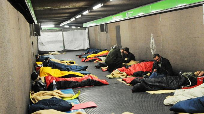 Emergenza freddo, Napoli: stazioni aperte anche di notte per accogliere clochard