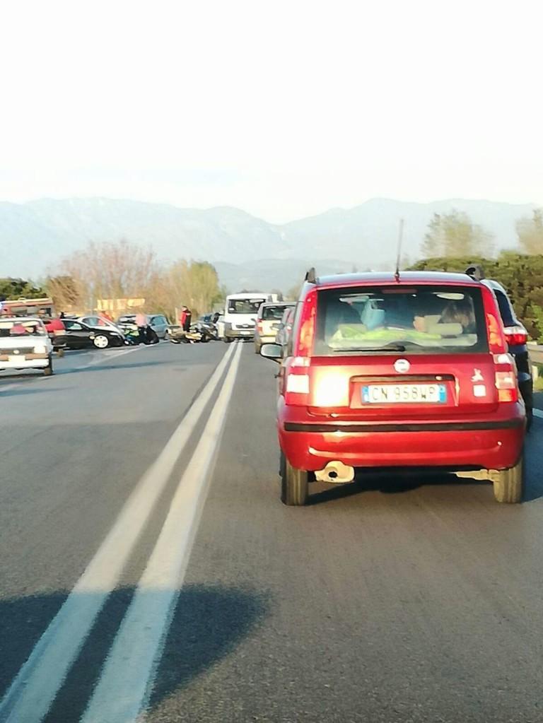 Incidente statale 268, scontro tra auto e moto: un ferito