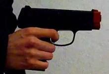 S.Anastasia. Balordi in scooter spaventano degli alunni con una finta pistola