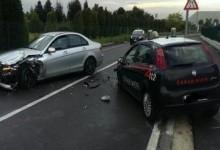 Frontale con l'auto dei carabinieri per evitare l'arresto: banda in manette