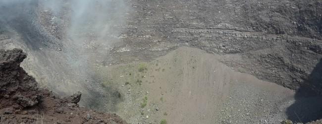"""Niente bagni sul Vesuvio, """"I turisti urinano e defecano sul cratere"""""""