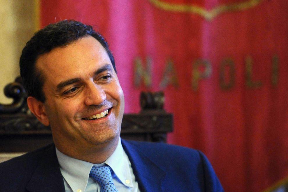 Risultati immagini per foto del sindaco de magistris