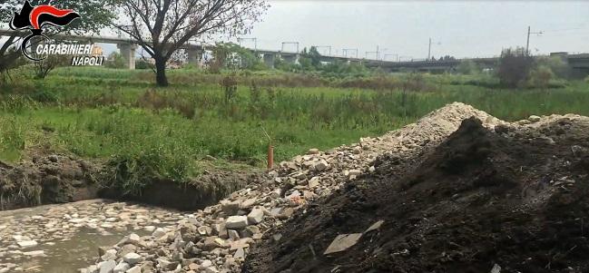Casalnuovo - sequestro discarica rifiuti speciali tombati fino in falda