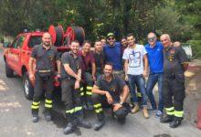 Somma/Ottaviano. Lo speaker del Napoli Decibel Bellini tra volontari e pompieri per consegnare acqua FOTO