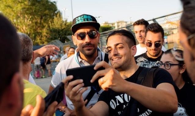 Daniele Decibel Bellini con i suoi fans