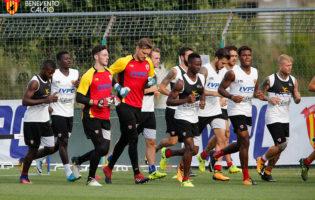 Benevento Calcio, lavoro atletico e test tattico in vista del Toro. Rientra Belec