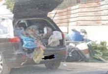 Scarica l'auto colma di rifiuti in strada, scoperto dai vigili e sanzionato