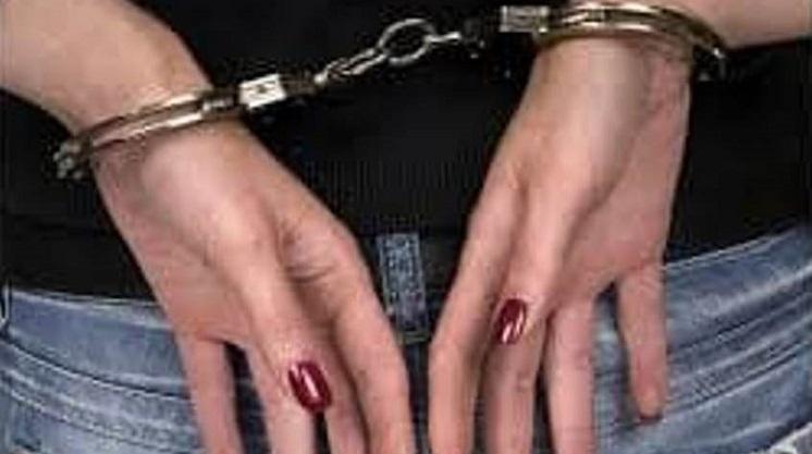 arresto donna - spaccio droga