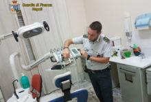 GdF scopre dentista abusivo, senza titolo eseguiva protesi ed estrazioni. Denunciato