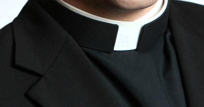 estorsione - prete- chiesa