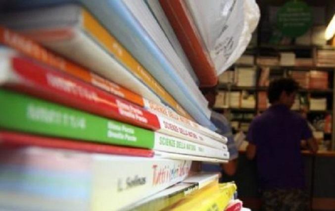 Bonus dal comune per l 39 acquisto dei libri medie e for Libri di testo scolastici