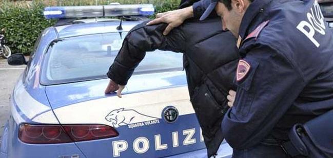 Aggredisce poliziotti a Nola, arrestato 38enne