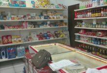 Scarica rifiuti in strada, i vigili sequestrano negozio di alimentari al responsabile