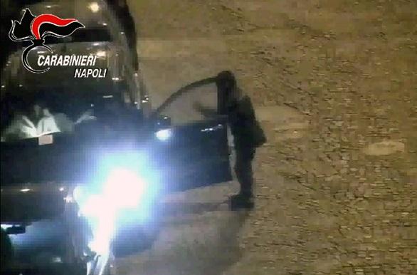 Blocca l'auto di un uomo che non aveva pagato la sosta, arrestato parcheggiatore abusivo