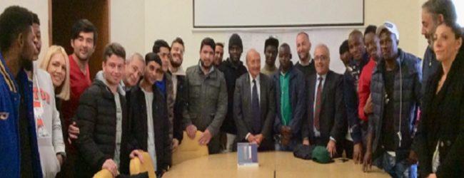 Pomigliano d'Arco, il sindaco Russo: «Il benvenuto della città ai rifugiati»