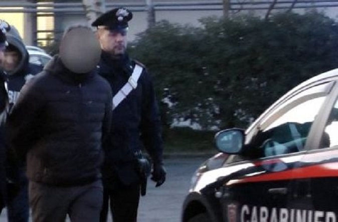 violenza sessuale - arresto - carabinieri