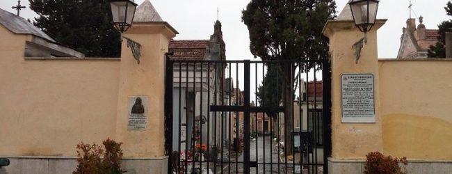 Furti al cimitero, in campo chiesa, Comune e forze dell'ordine