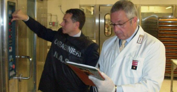 Ispezione dei Nas, carenze igienico sanitarie e menu ingannevoli. Sequestro