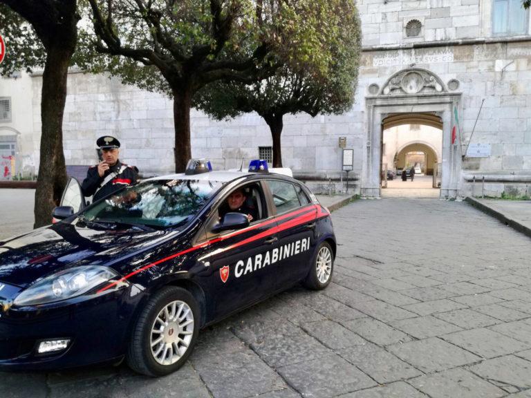 Minaccia una 14enne per ottenere video osé: i carabinieri arrestano il ragazzo