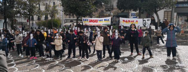 Ottaviano. Flash mob degli alunni per ricordare don Diana VIDEO