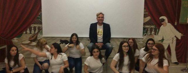 Spot contro l'omofobia, gli studenti lo realizzano incontrando lo stilista Mimmo Tuccillo