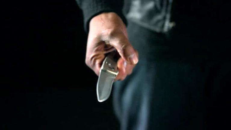 Nola. Minaccia ragazza con coltello, arrestato dalla polizia