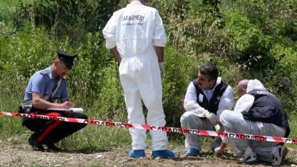 Ritrovato cadavere nel napoletano: indagano i carabinieri