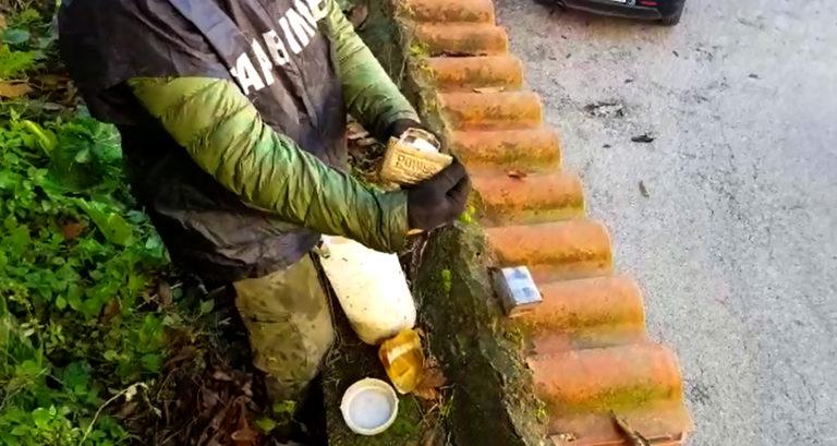 Perquisizione nelle palazzine di cupa Camaldoli, droga ovunque
