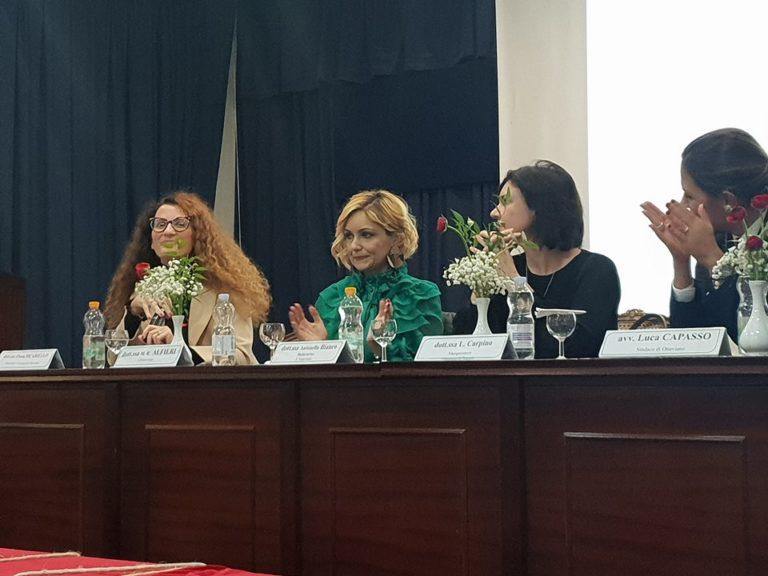"""Violenza sulle donne, toccante l'iniziativa organizzata al """"De Medici"""" FOTO"""
